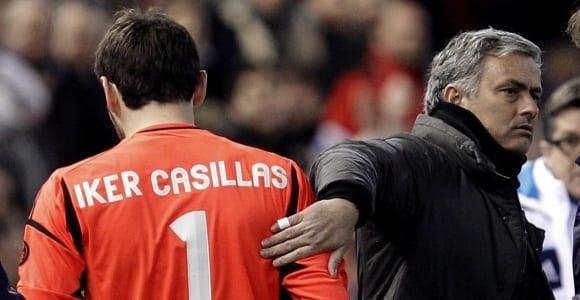 Casillas-Mourinho-palmada-2013-valencia-efe
