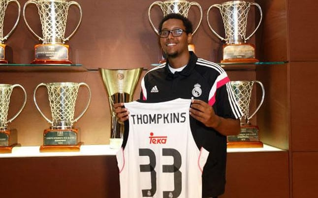 thompkins-con-nueva-camiseta-del-real-madrid-1440597383481
