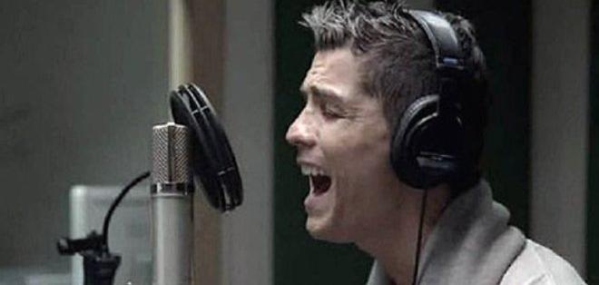 cristiano_ronaldo_cantando