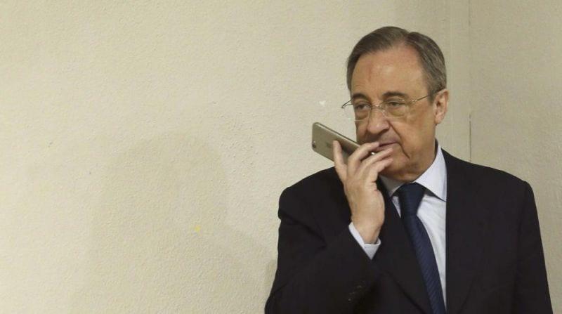 floper hablando por teléfono