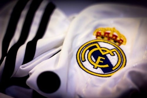 escudo Real Madrid sobre camiseta