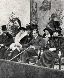 el Rey Alfonso XIII presenciando un partido