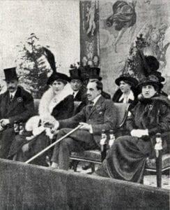 el Rey Alfonso XIII presenciando un partido