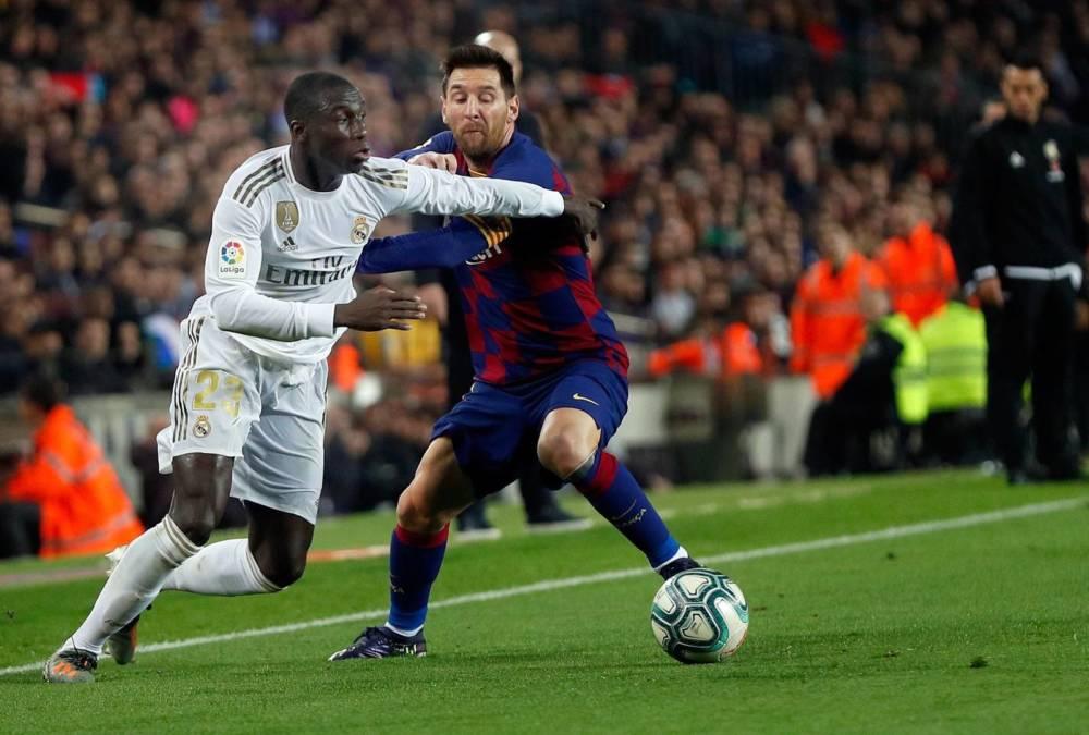 Mendy contra el Barça