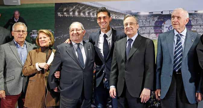 José Emilio Santamaría junto a Florentino Pérez, Paco Gento y Amancio Amaro.