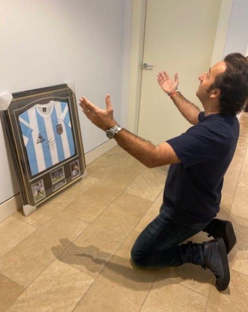 Camiseta de Maradona firmada