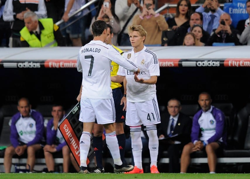 Odegaard sale por Cristiano Ronaldo