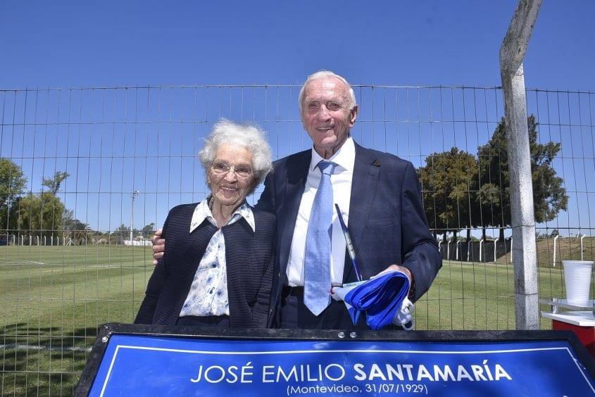 José Emilio Santamaría junto a su mujer en homenaje en Montevideo