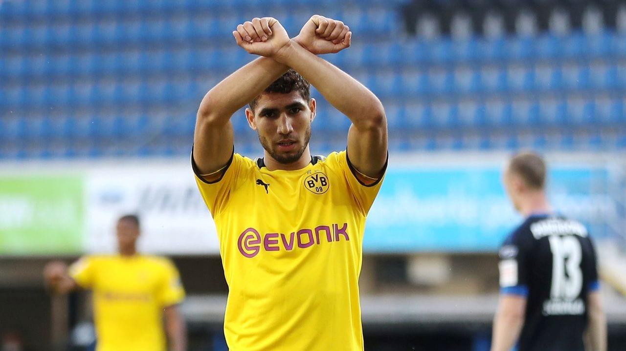 Achraf Hakimi celebrando un gol con el Borussia Dortmund