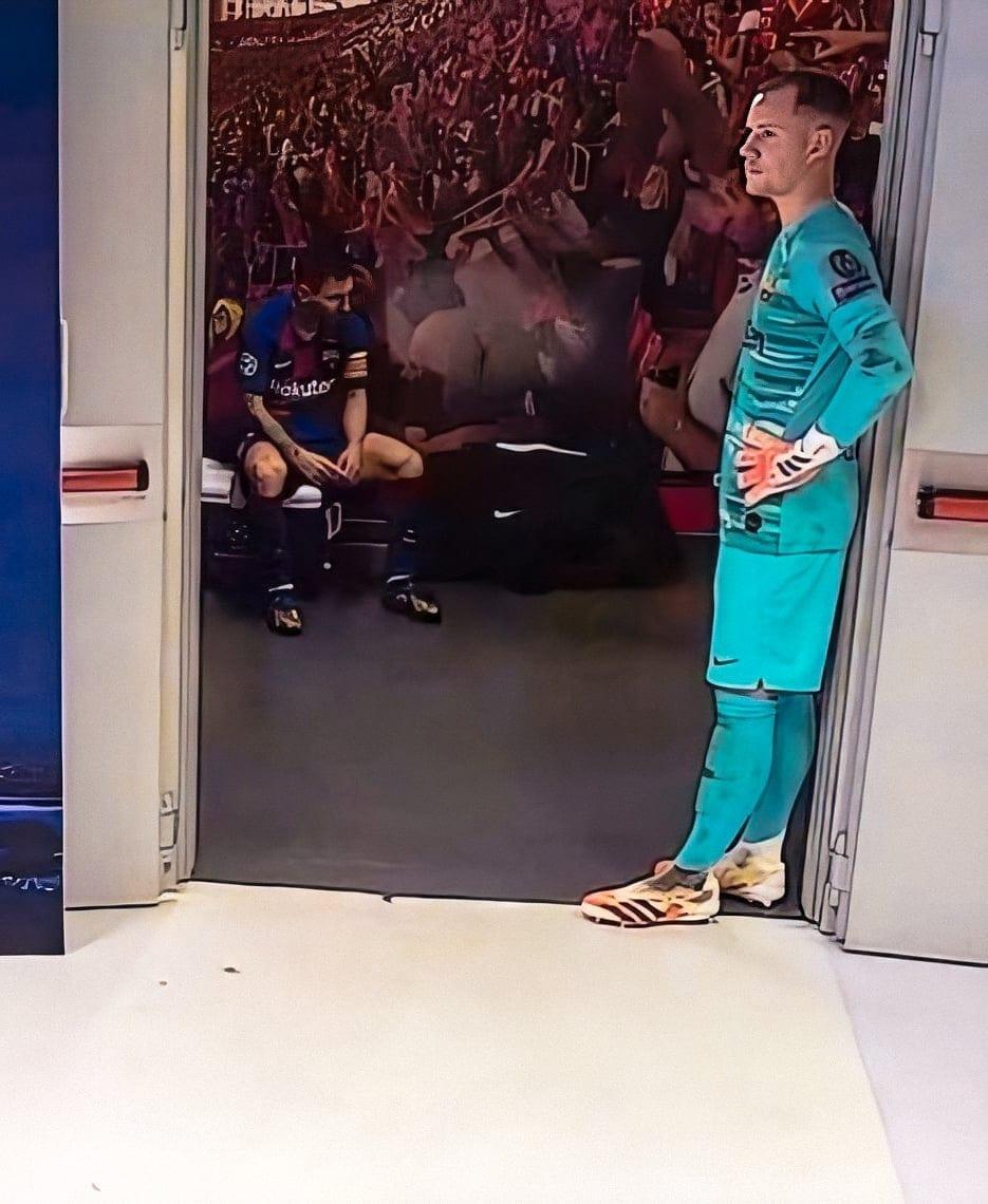 Messi y Ter Stegen durante el descanso.