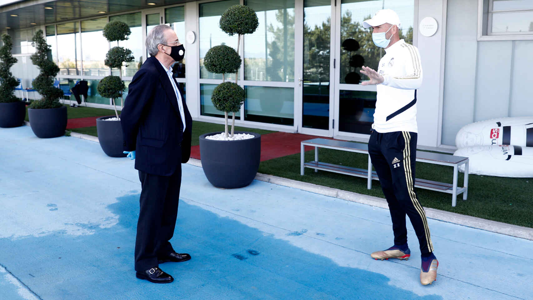 Florentino y Zidane con mascarillas