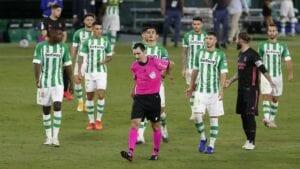 De Burgos Bengoetxea en el Betis- Real Madrid.