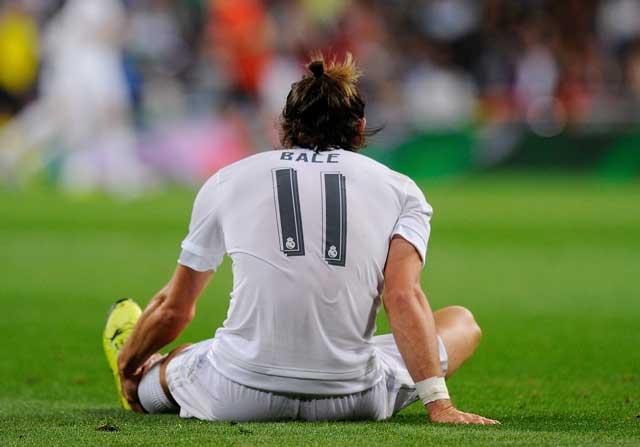 Gareth Bale se duele del tobillo.