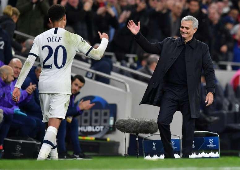 Dele Alli y Mourinho.