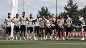 Jugadores del Real Madrid posan durante un entrenamiento.