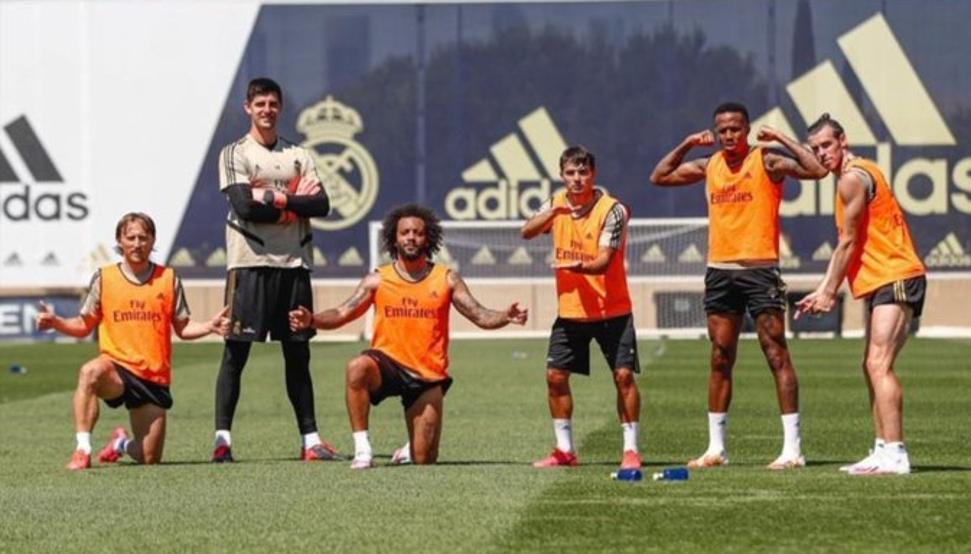 Jugadores del Real Madrid posando en un entrenamiento.