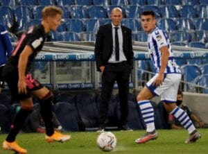 Zidane observa a Odegaard.