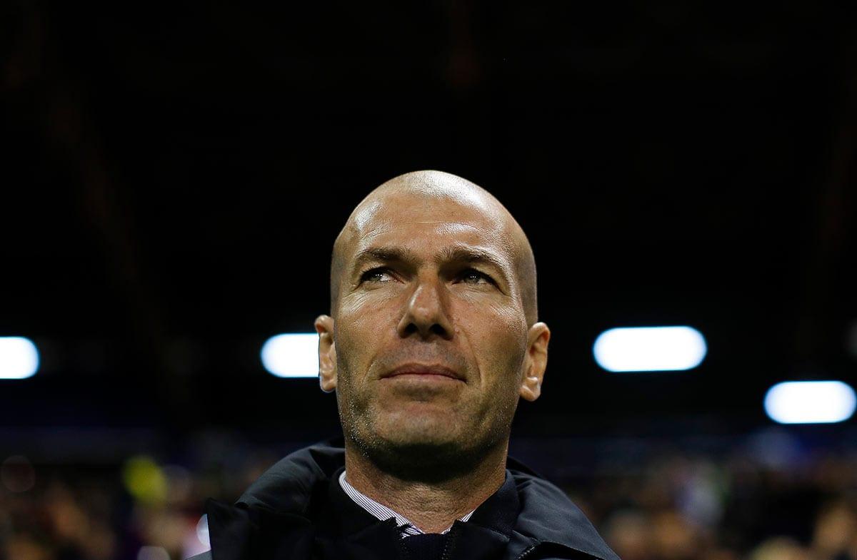 Zidane pensativo