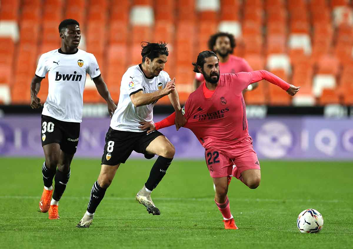 Isco contra Valencia