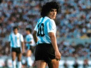 Maradona en nuestras plumas