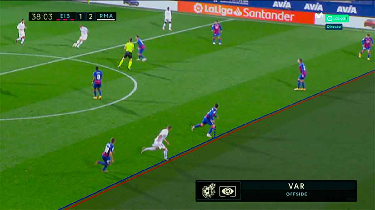 3-Benzema-Éibar-Real-Madrid-VAR