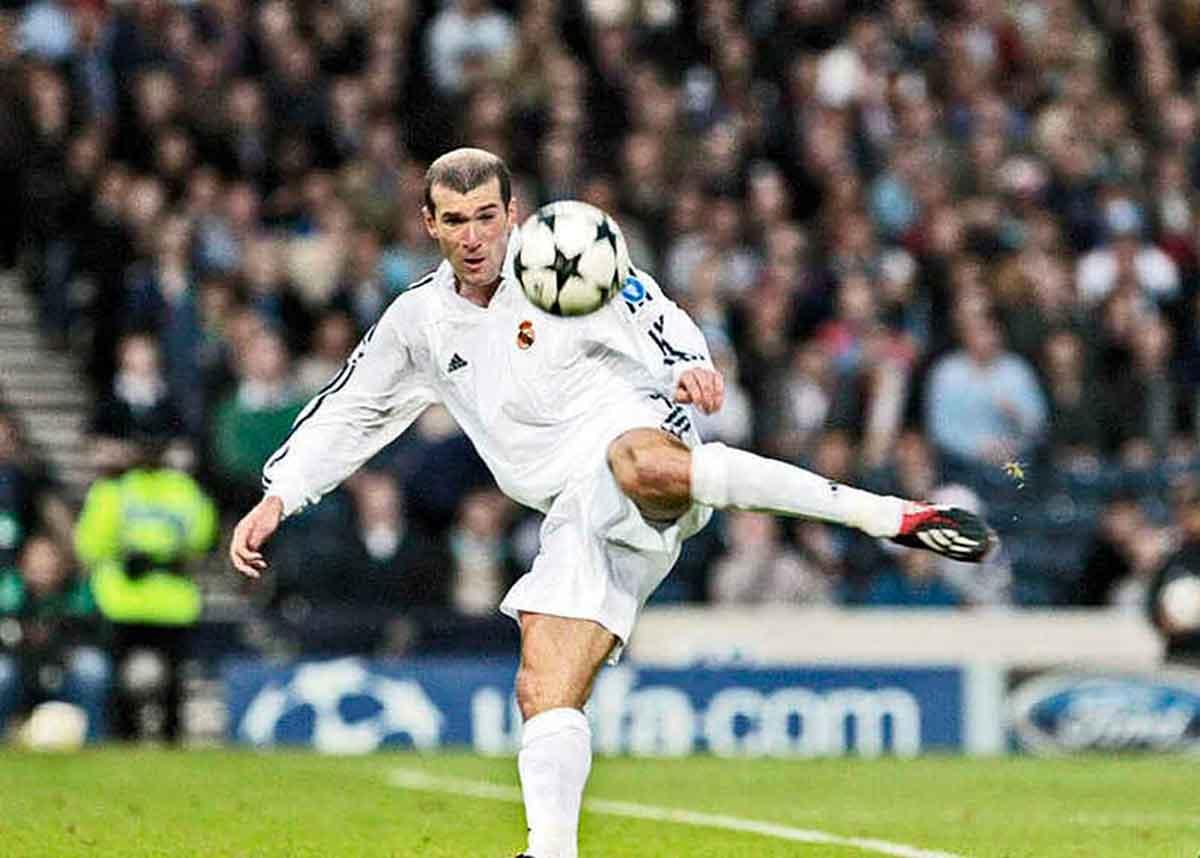 Zidane volea Novena