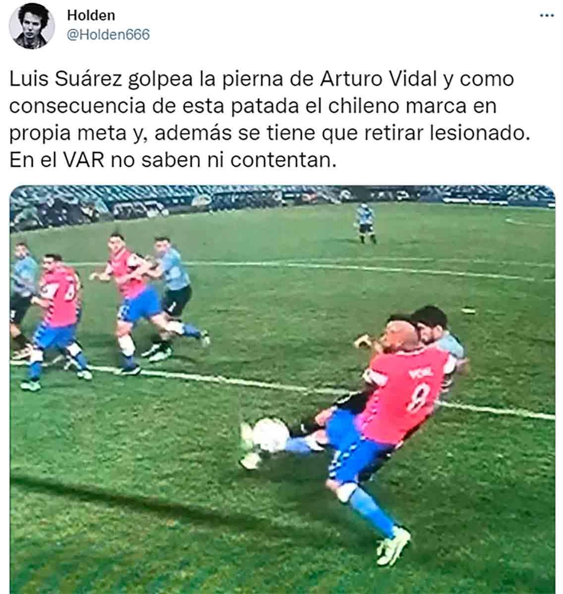 Patada Suárez a Vidal